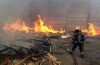 В Николаеве спасатели из-за штормового ветра несколько часов не могли потушить пожар