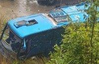 В Болгарии автобус упал в 20-метровую пропасть, погибли не менее 15 человек