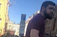 Суд арештував дві квартири в Києві підозрюваного в побитті Найєма, який утік в Азербайджан