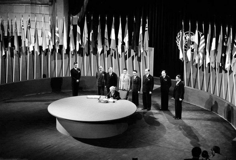 Підписання Статуту ООН під час Конференції в Сан-Франциско, 1945