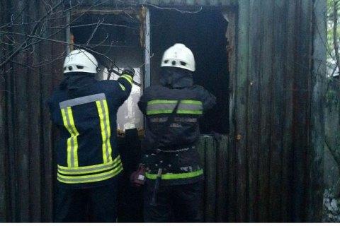 У Запоріжжі під час пожежі в будівельному вагончику загинули три людини, одна особа постраждала