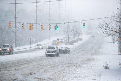 КГГА дала рекомендации водителям и пешеходам в связи с гололедом и снегопадом