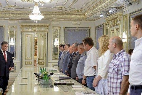 Порошенко подключил волонтеров к борьбе с контрабандой на Донбассе
