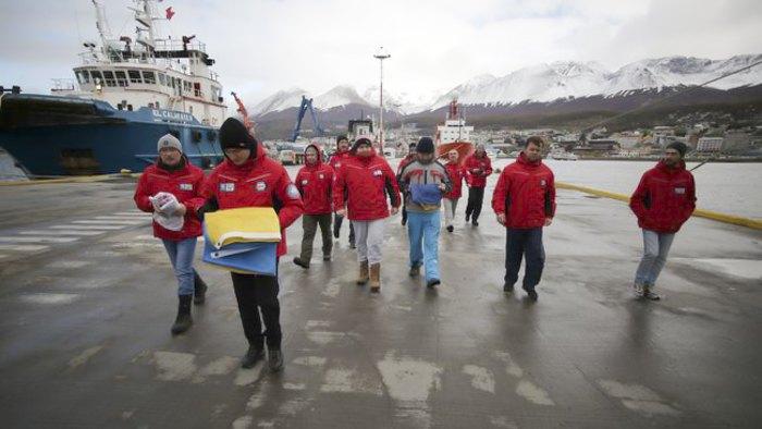 Украинских ученых-исследователей, среди которых — геологи, геофизики, биологи, медики и инженеры, во время экспедиции в Антарктику
