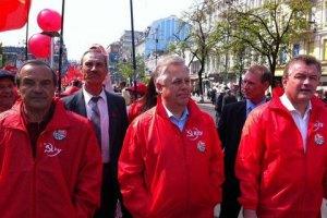 Три тысячи коммунистов отмечают годовщину революции в Киеве