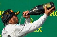 В Формуле-1 на награждении победителей Гран-При Венгрии организаторы установили камеру на бутылке шампанского