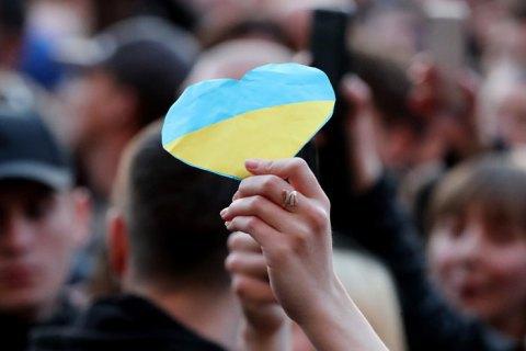 Зеленський запропонував українцям розфарбувати в жовто-сині кольори всю планету