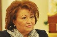 Бахтєєва нарядила пенсіонерів у футболки з власним портретом