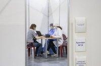 Киянам пропонують попередній запис на вакцинацію до МВЦ, щоб не стояти в чергах