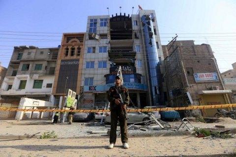 При нападении на пятизвездочный отель в Пакистане погибли пять человек