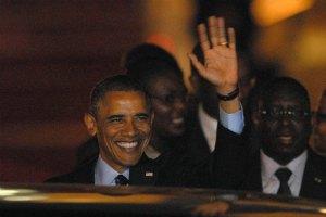 Обама обнимал и целовал контактировавших с больными Эболой медсестер