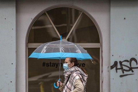 """Чехія повернула """"масковий режим"""" і не виключає закриття магазинів та перукарень"""