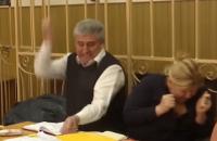 Одесский судья-стрелок Буран пытался поранить себя авторучкой в суде