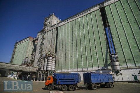 Податківці арештували партії зерна в трьох портах України