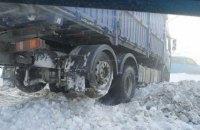 Движение транспорта ограничено в семи областях и Киеве