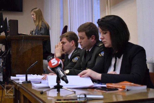 Юлія Малашич (праворуч), військові прокурори та секретар суда (за трибуною)