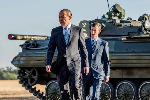 Тохтар Тулешов(слева)