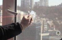 В Киеве задержали мужчину, который из пистолета стрелял по окнам