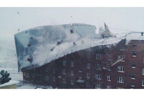 У Красноярському краї вітер зірвав дах зі житлової п'ятиповерхівки