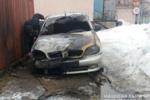 У Полтаві за ніч підпалили шість автомобілів