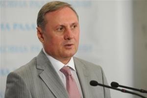 Ефремов считает неуместной критику Януковича в его отсутствие