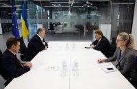 Порошенко обсудил с Броком действия Украины в гибридной войне с Россией