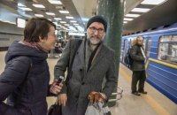 """Композитора, який написав музику для """"Шерлока"""", """"засікли"""" у київському метро"""