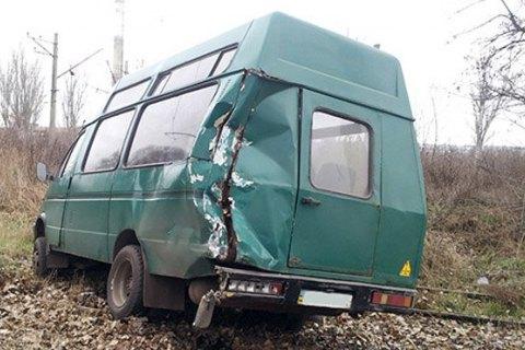 У Костянтинівці мікроавтобус зіткнувся з військовим автомобілем