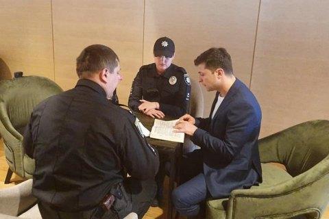 Зеленському вручили адмінпротокол через демонстрацію бюлетеня