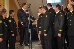 Янукович зробив шахтарів героями України
