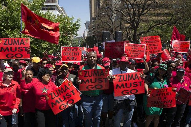 Акция протеста в Йоханнесбурге за отставку Якоба Зумы.