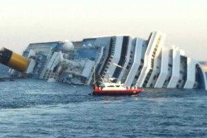Лайнер Costa Concordia лег боком на дно