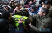 32 правоохоронці постраждали внаслідок сутичок під Жовтневим палацом
