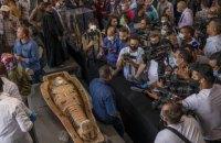 У Єгипті знайшли сотню мумій у кольорових саркофагах, яким 2 500 років