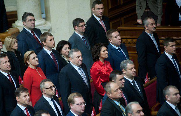 Агафонова в парламенте сидит рядом с депутатом-мажоритарщиком Русланом Сольваром (слева) и экс-мэром Одессы Эдуардом Гурвицем