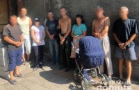 Поліція викрила мережу фальшивих реабілітаційних центрів, де людей утримували в трудовому рабстві