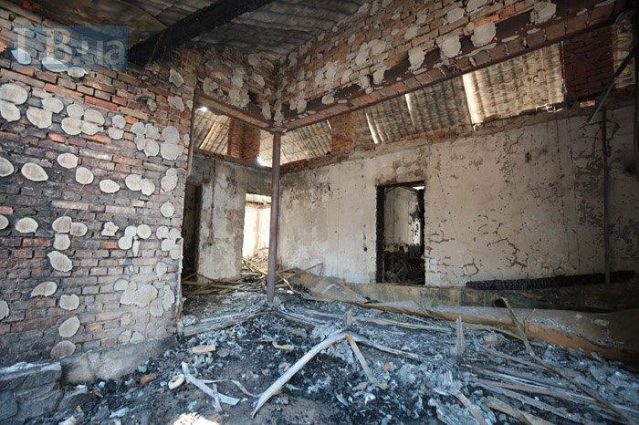 Вид дома после пожара изнутри