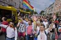 В Киеве прошел марш за права ЛГБТ-сообщества, колонну участников атаковали