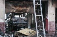 Из-за воспламенения машины во время ремонта в Киеве сгорела СТО