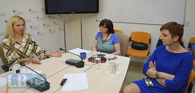 Слева направо: Ольга Ларина, Нелли Стельмах и Диана Петреня