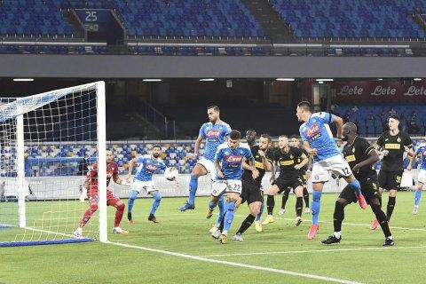 """В полуфинале Кубка Италии """"Наполи"""" – """"Интер"""" был забит гол с углового между ног вратарю"""