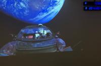 Маск опубликовал видео со своей Tesla на орбите
