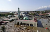 Число жертв цунами в Индонезии достигло 834