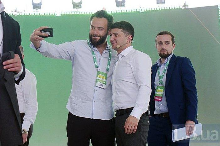 Олександр Дубінський і Володимир Зеленський під час з*їзду партіі
