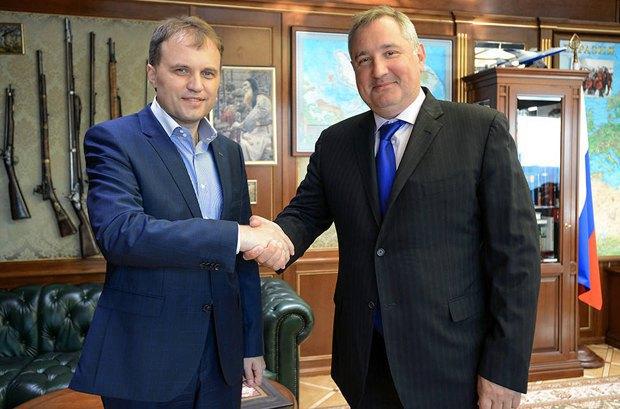 Вице-премьер России Дмитрий Рогозин и Евгений Шевчук