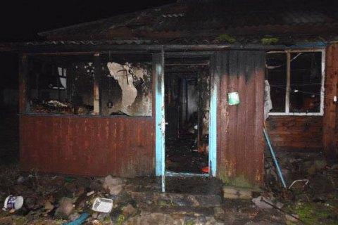 Двое детей сгорели в своем доме в Житомирской области