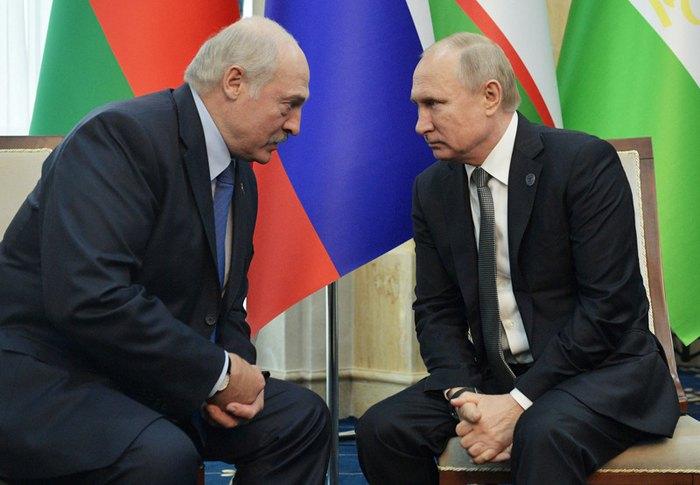 Александр Лукашенко и Владимир Путин во время заседания Совета глав государств Шанхайской организации сотрудничества (ШОС) в Бишкеке, Кыргызстан, 14 июня 2019.