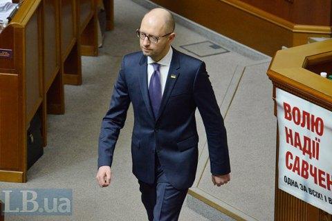 Яценюк закликав світ не знімати санкції з РФ, поки російські війська не залишать Україну