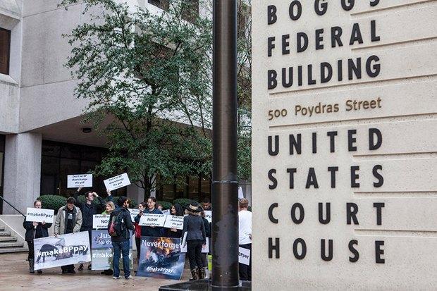 Протестующие под федеральным судом
