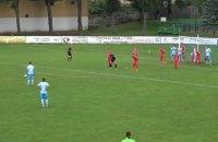 У чемпіонаті Польщі перед штрафним суперника воротар став в стінку, а польові футболісти на лінію воріт